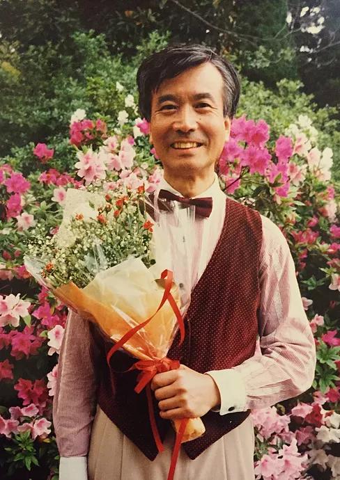 Masanobu Ikemiya holding flowers